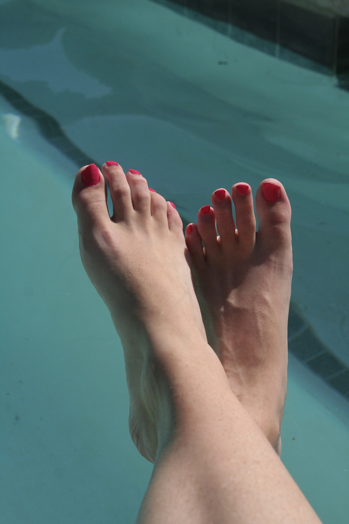 4-step-home-pedicure-winter-summer-feet