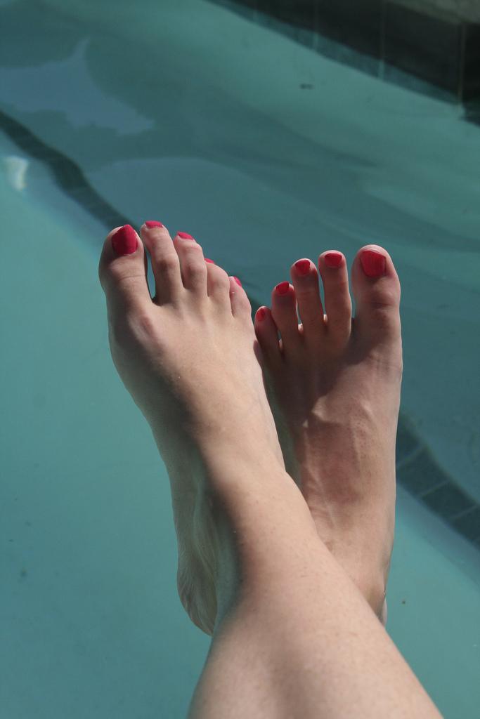 4-step-home-pedicure-winter-summer-feet